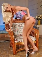 Superb blondie dildoin her hungry cunt in armchair