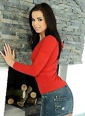 Skinny brunette Ferrara in a double penetration