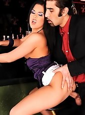 Hot 20year old waitress handel cock after closing