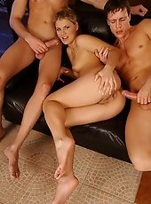 Sexy Kimberly in double penetration with facial